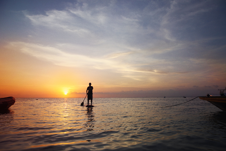 stand up paddle boarding nusa lembongan bali sunset